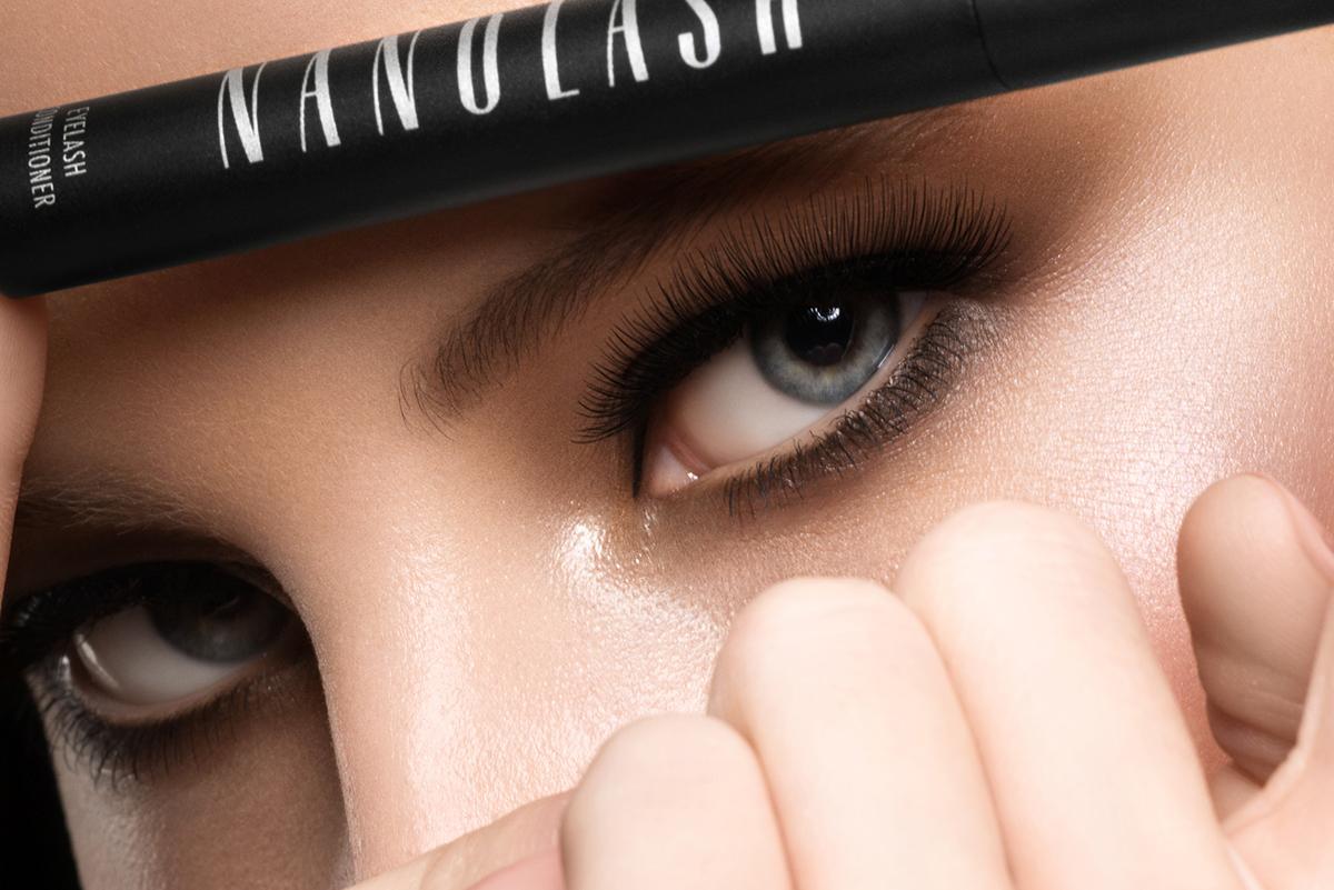 Ako pripraviť očné riasy na slávnostnú udalosť? Umelecký make-up a Nanolash kondicionér na riasy.